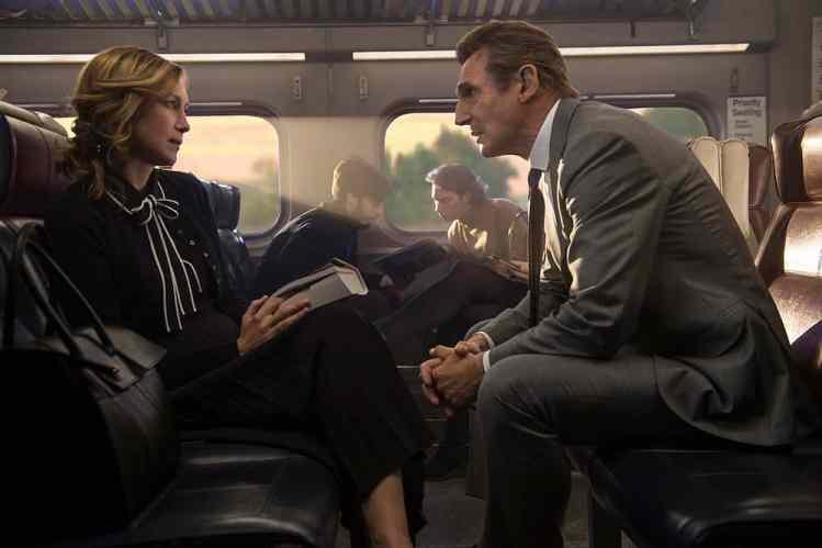 "Bild aus dem Film ""The Commuter"""