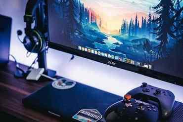 XBox One Controller mit Headset und Bildschirm