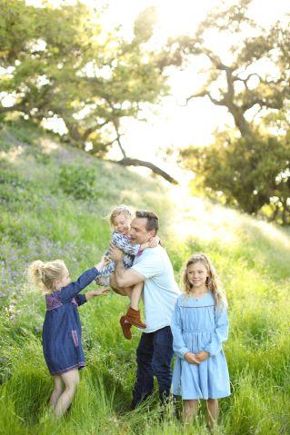 #fathersdaygiftideas #familyphotos #familyphotography #familyphotoideas | Poplolly co.