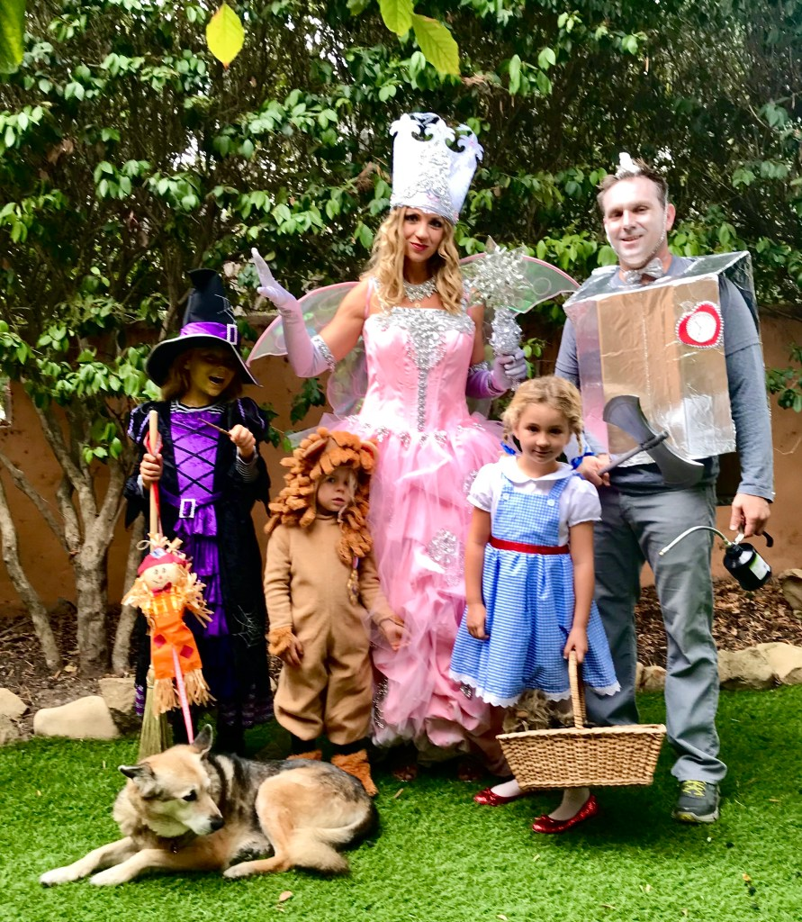 Halloween at home ideas | #familycostumeideas #familyoffivehalloweencostumeideas #familyhalloweencostumes #wizardofoz #wizardofozcostume #halloween #funfamilycostumes #familyhalloweencostumeswithkids | Poplolly co.