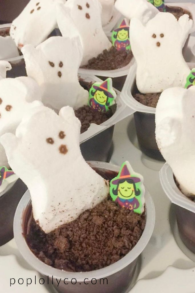 ghost peeps in pudding cups | #halloweentreats #halloweentreatsdesserts #halloweentreatsforkids #halloweentreatseasy #halloweentreatsdessertseasy | Poplolly co