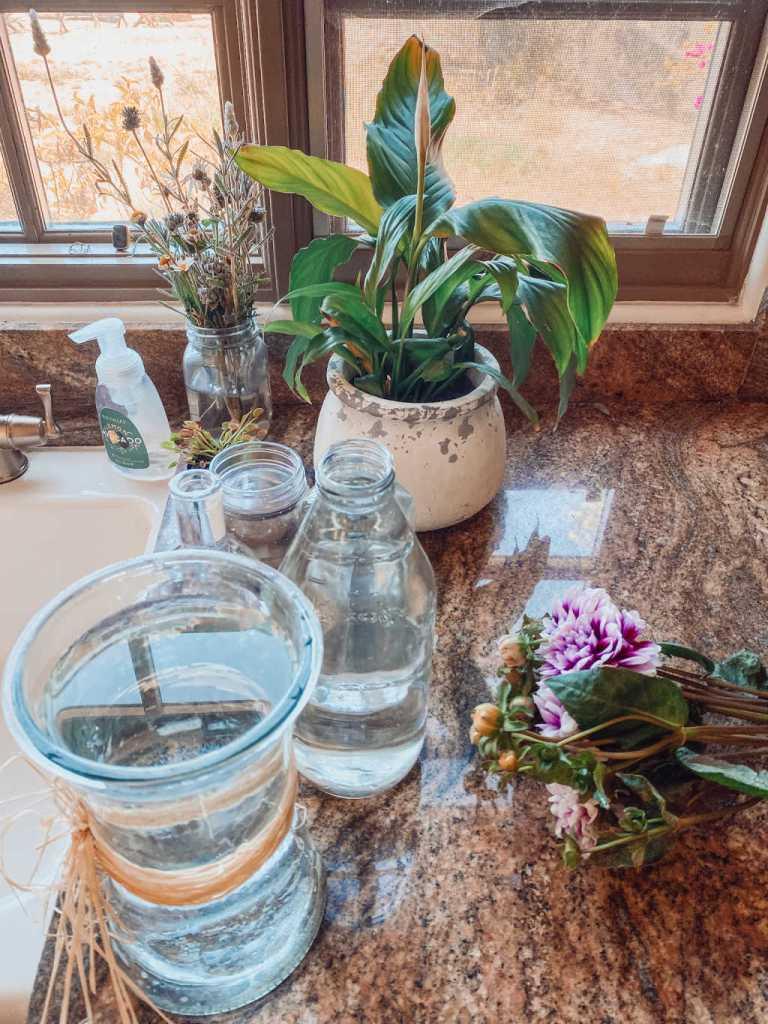 simple mason jar flower arrangements for an outdoor meal