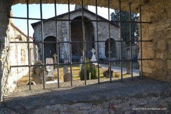 Vista frontale e cimitero