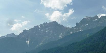 Прямо над часовней Альпы