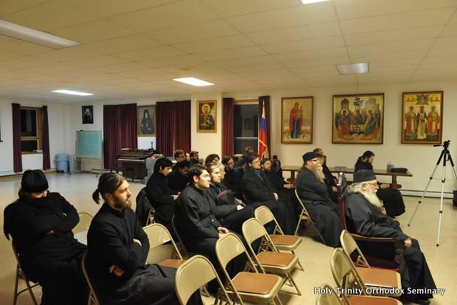 В переднем ряду ректор семинарии и настоятель монастыря архимандрит Лука (Мурьянка)