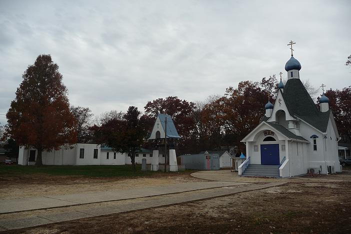 Свято-Георгиевский храм, рядом с которым находится музей казачьих регалий