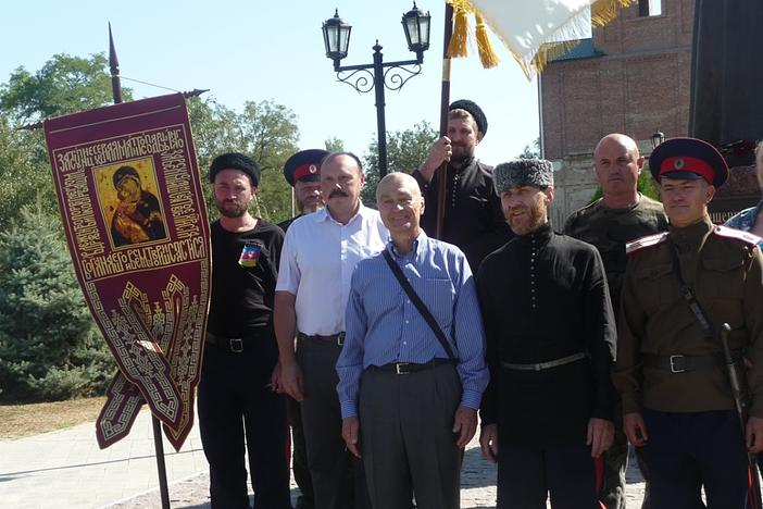 Казаки: второй слева в первом ряду – скульптор К.Р. Чернявский, второй справа – атаман КНОД Е.А. Калита