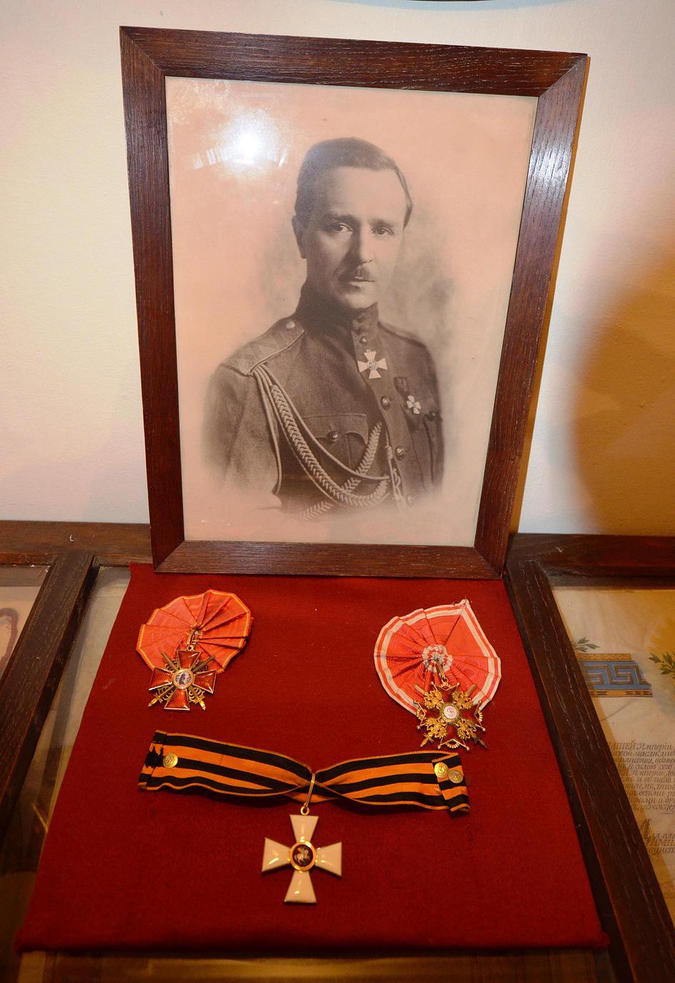 Из коллекции музея:  награды П.Н. Шатилова (ордена Св. Анны 2-й степени с мечами, Св. Станислава 2-й степени с мечами, Св. Георгия Победоносца 4-й степени)