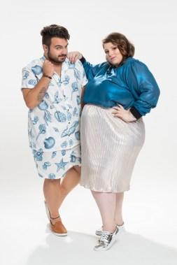 Manu veste: Camisa Lambuzada - R$ 150,00 / Bermuda Lambuzada - R$ 70,00 Nadya veste: Moleblusa Lollaboo - R$ 150,00 / Saia Rouge Marie Plus Size - R$ 119,00