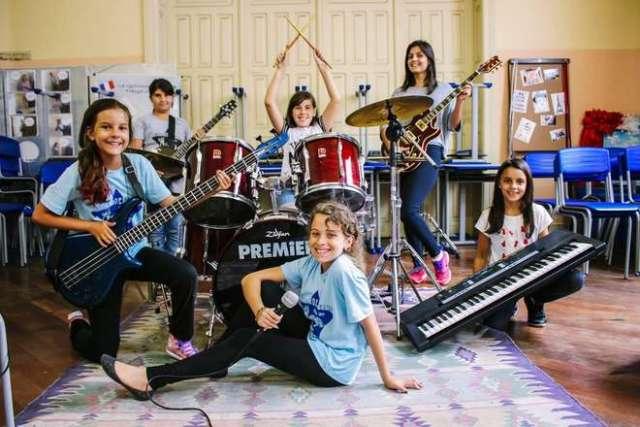 Documentário narra o dia a dia do Girls Rock Camp Brasil