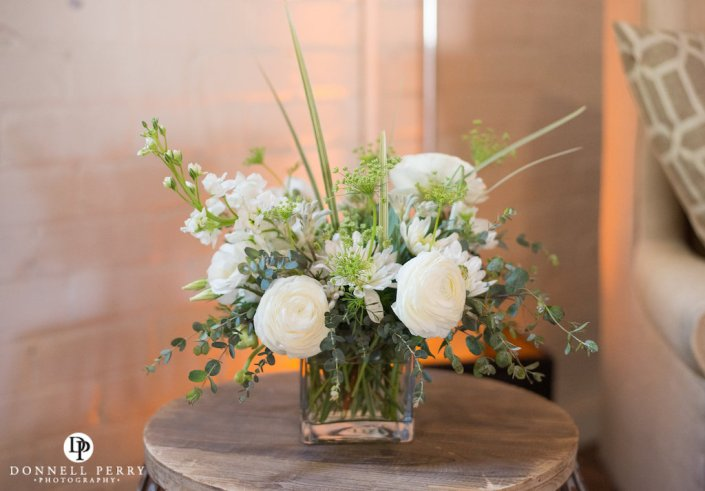 loose-white-centerpiece