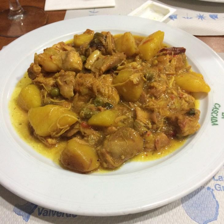 typowy kanaryjski gulasz - jedzenie na Wyspach Kanaryjskich, Gran Canaria