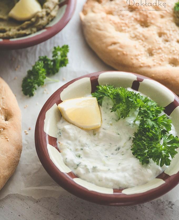 Tzatziki - grecki sos z jogurtu i ogórka przepis