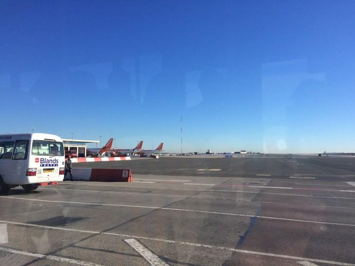 przejazd przez lotnisko