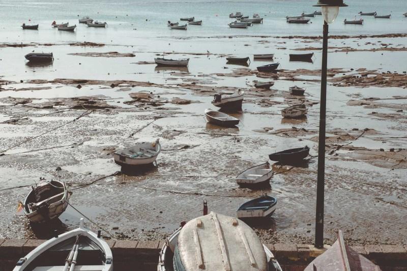 Kadyks - łodzie rybackie w czasie odpływu