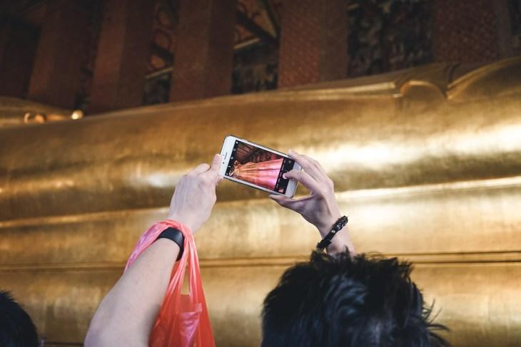 Way Pho z Leżącym Buddą - ciężko przebić się przez tłumy