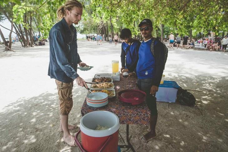 lunch na Poda Island