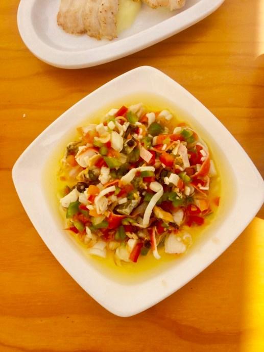 salpicon z owocami morza w odświeżającym sosie na bazie oliwy i soku z cytryny