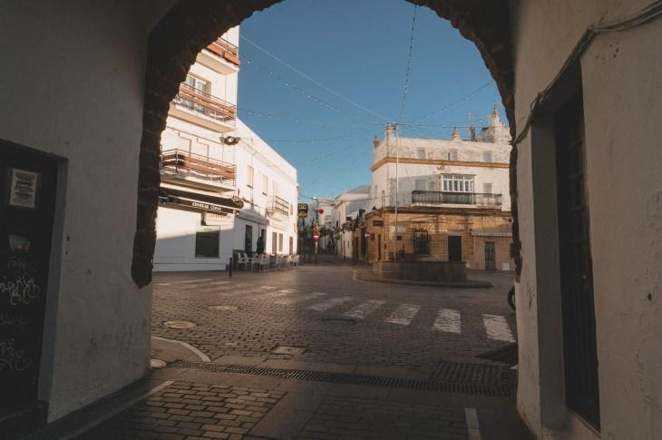 Plaza Puerta de La Villa od strony łuku