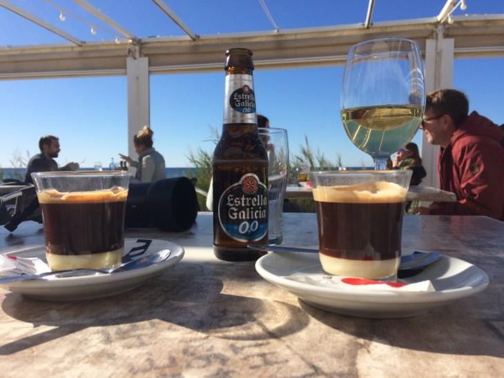 cafe bombon z widokiem na ocean