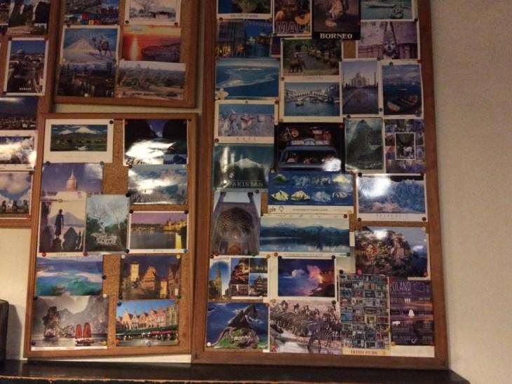 pocztówki z całego świata w barze Camelo, widzicie naszą? :-)
