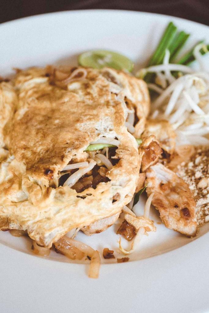 Pad Thai zawinięty w cieniutkiego jajecznego omleta, można i tak!