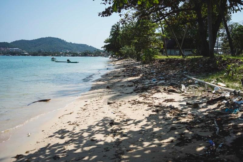 zaśmiecona plaża Big Budda