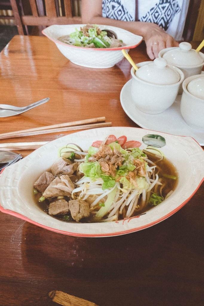 słuszna porcja aromatycznej zupy z makaronem