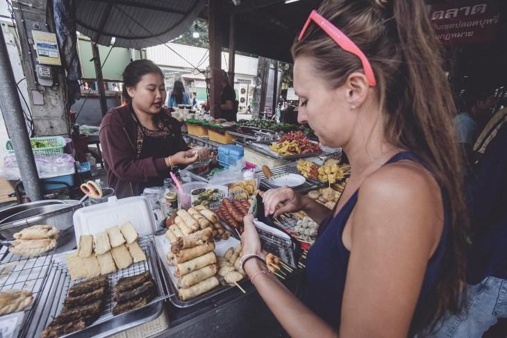 lokalny targ w Mae Nam