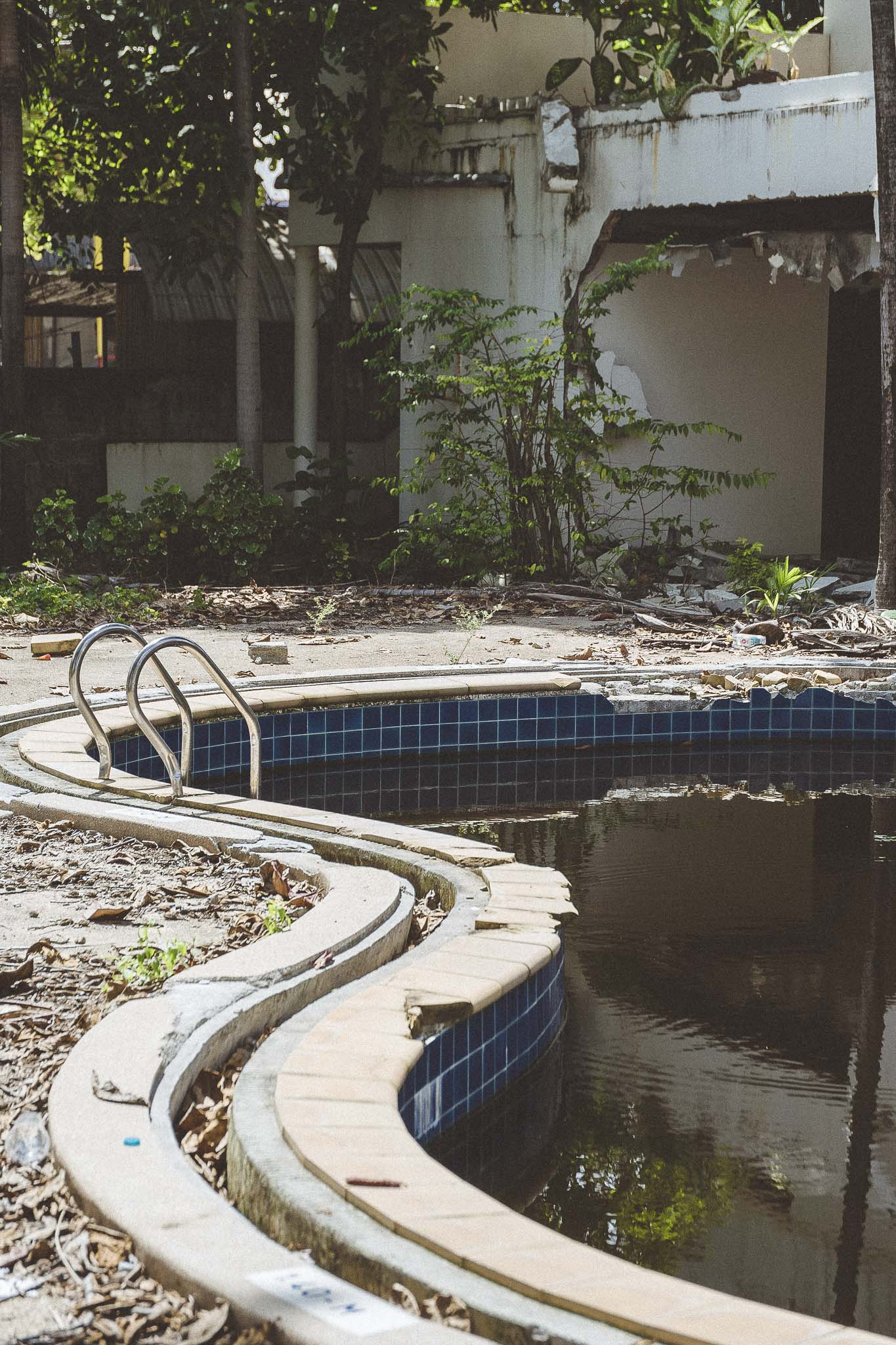 O tym, że Chaweng najlepsze komercyjne lata ma już za sobą widać  po opuszczonych hotelach