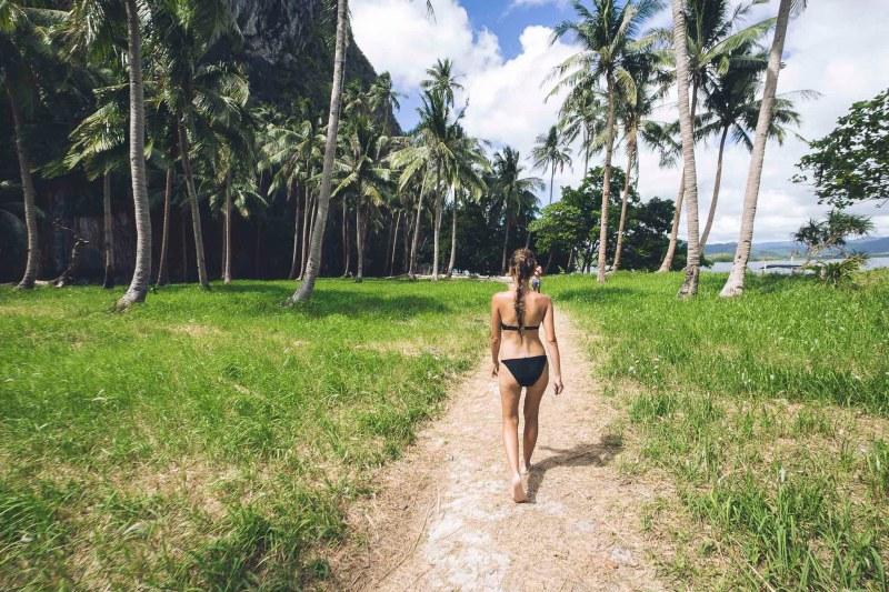 cudowna plaża i spacer wśród zieleni i palm