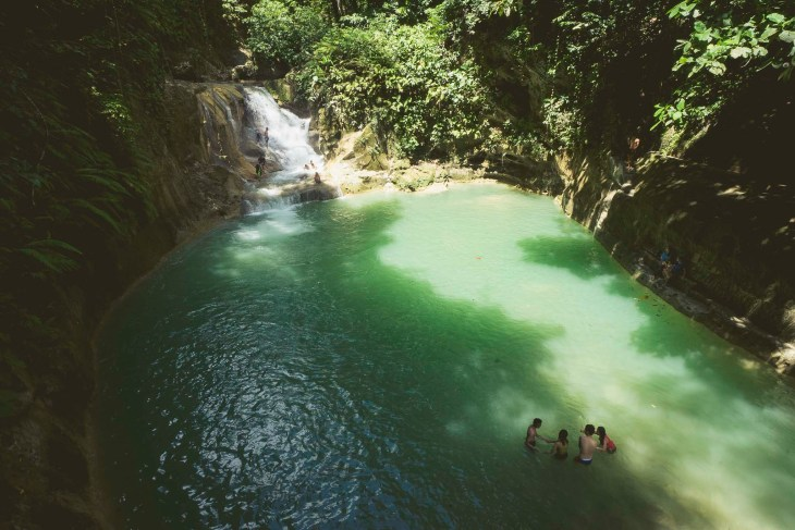 można tu się kąpać, skakać do wody i odpoczywać w cieniu drzew, zaplanujcie tu dłuższą chwilę!