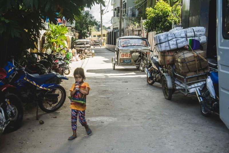 Dzieci nie uciekająprzed obcymi, wręcz przeciwnie