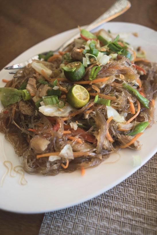 Makaron sojowy usmażony z mięsem i warzywami, duża porcja!