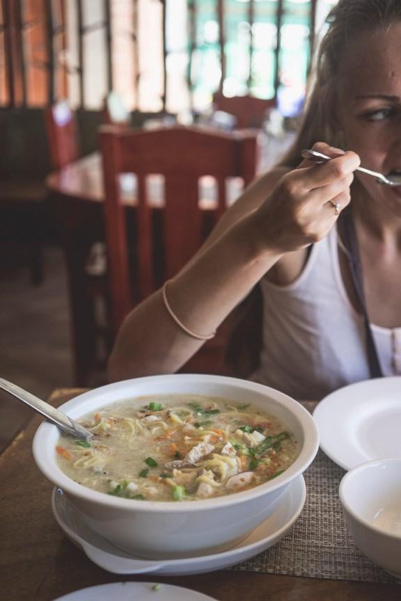 ogromna zupa Lomi