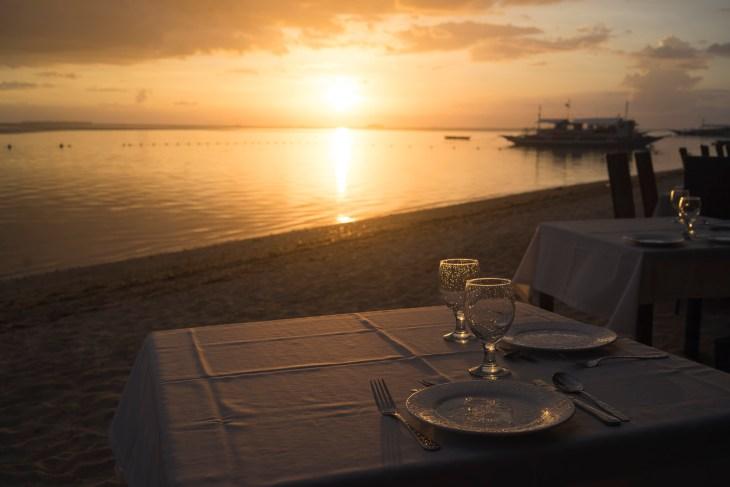 zachód słońca w restauracji Linaw