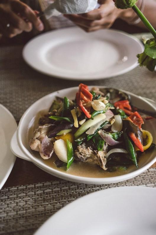 Paksiw na Isda, czyli ryba marynowana w occie z warzywami