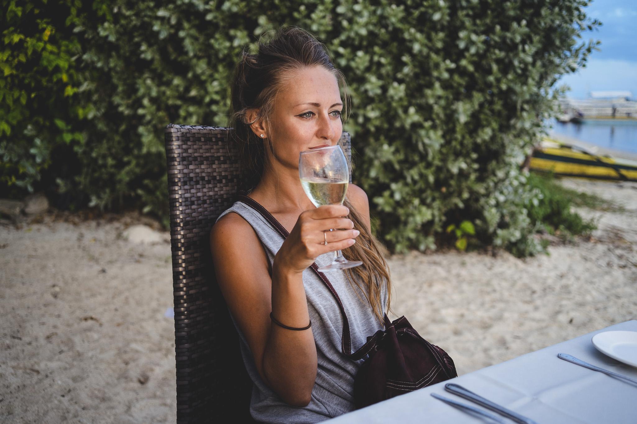 Dla porządnego zachodu można się raz skusić na kolację na plaży