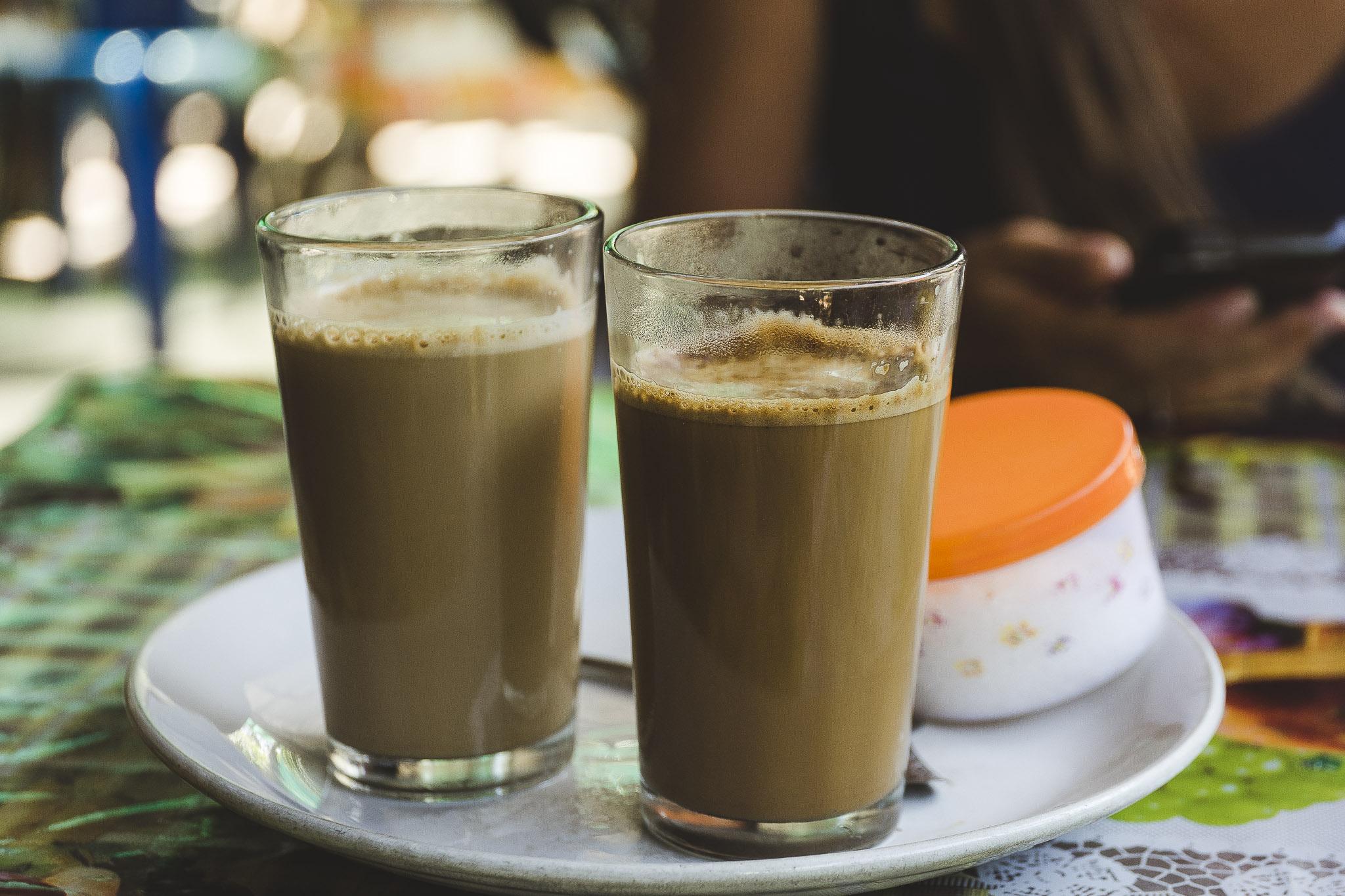 najsmaczniejsza kawa w oldskulowych szklaneczkach