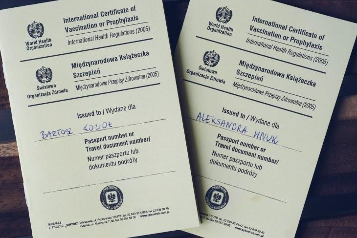 książeczki szczepień - ważny dokument w podróży