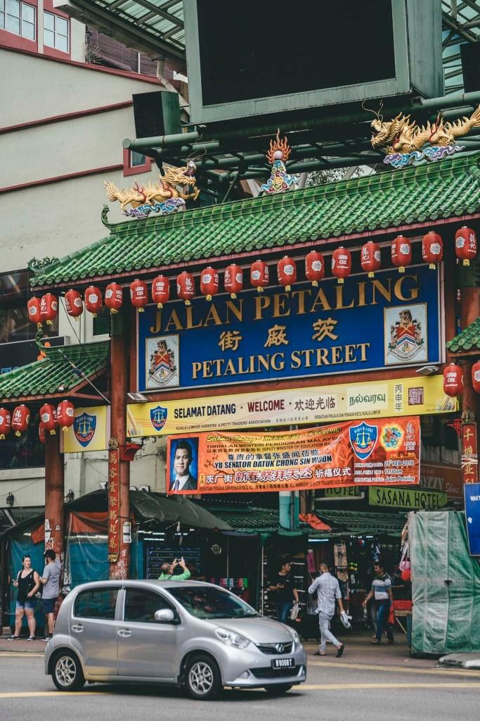 "Jalan Petaling - ""brama"" do Chinatown"