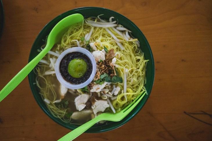 zupa na jedzeniowej hali - duża porcja, niska ceny, pyszny smak :-)