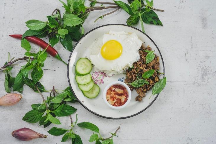 Pad Kra Pao, Holy basil stir fry, wołowina smażona z tajską bazylią