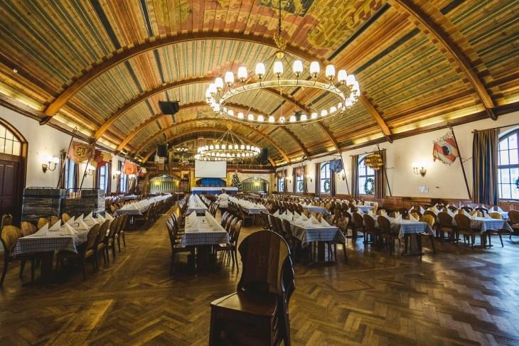 jedna z sal w Hofbrauhaus