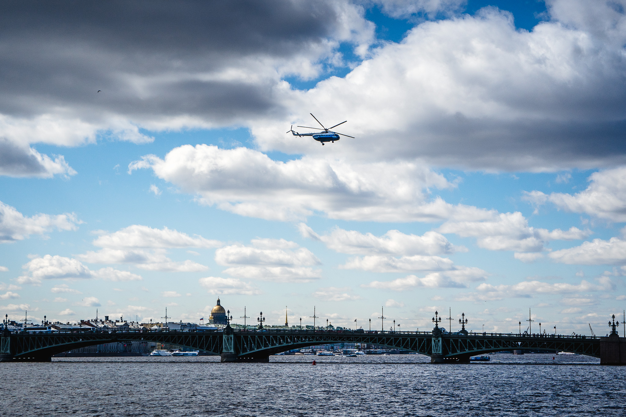 Helikopter nad Newą