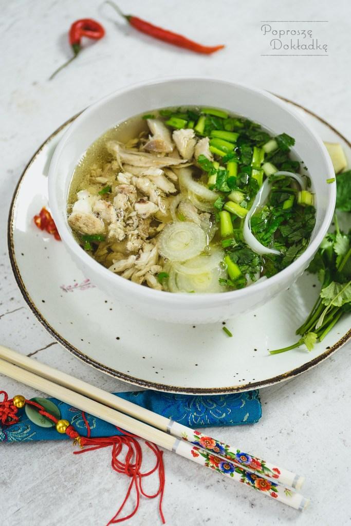 pho ga - wietnamski bulion na bazie kurczaka