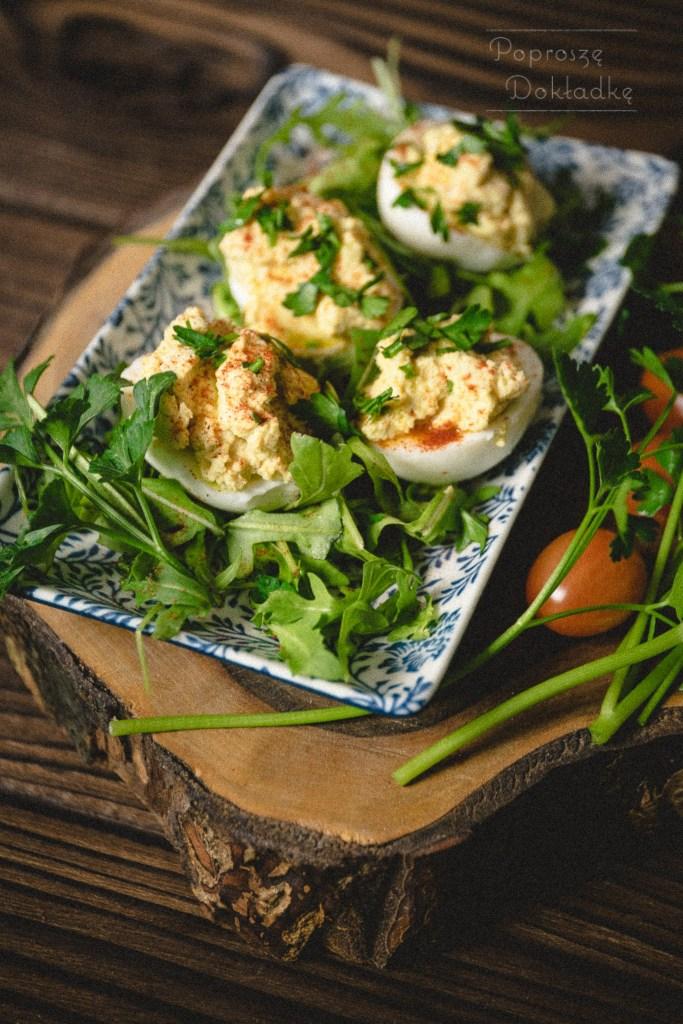 jajka faszerowane hummusem