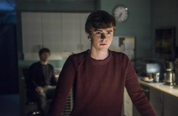 Damien: protagonista confronta Rutledge 2