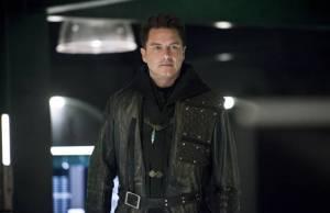 Arrow: Malcolm planeja fuga de Damien