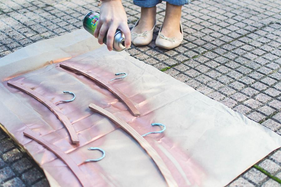 DIY rose gold hangers tutorial: spray paint